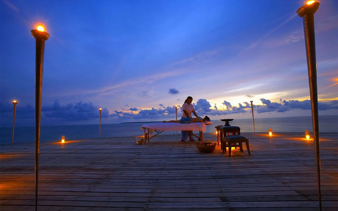 island-hideaway-maldives-spa-massage-sunset