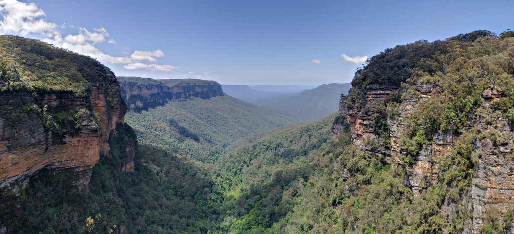 Jamison_Valley,_Blue_Mountains,_Australia_-_Nov_2008