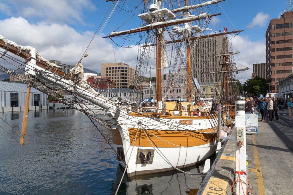 Hobart, Tasmania Travel Guide   Attractions and Accommodations